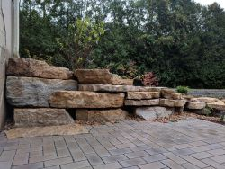Mequon WI Outcropping Wall Dry Stack Stone Look