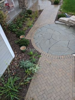 Front Walk Unilock Holland Premier Herringbone Outcropping Seat Wall  New York Bluestone Courtyard 2