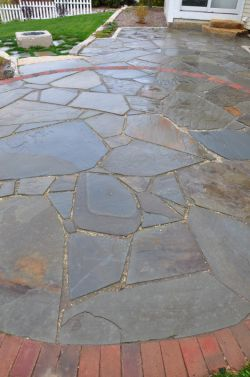 Grafton  WI   Irregular Bluestone Patio   Red Clay Brick   Circle Inlay   Lannon Cobbles 3